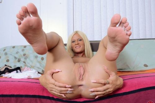 Amazin Feet Soles And Body Blonde Teen Ruleporn 1