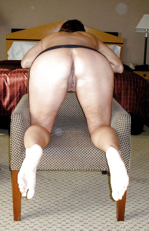 nude-wife-bending-over